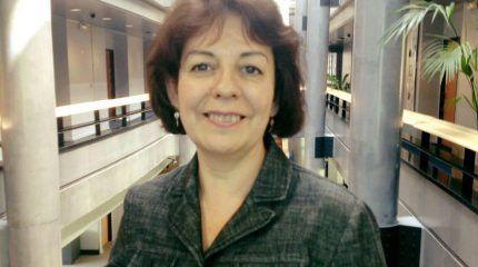La investigadora española galardonada con la Legión de Honor en Francia afirma que no hay que demonizar a la energía nuclear