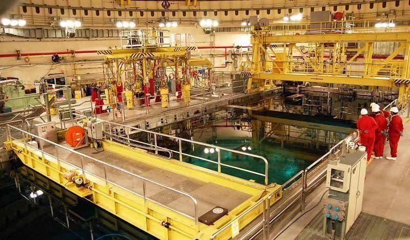 Trabajos de recarga de combustible en central nuclear