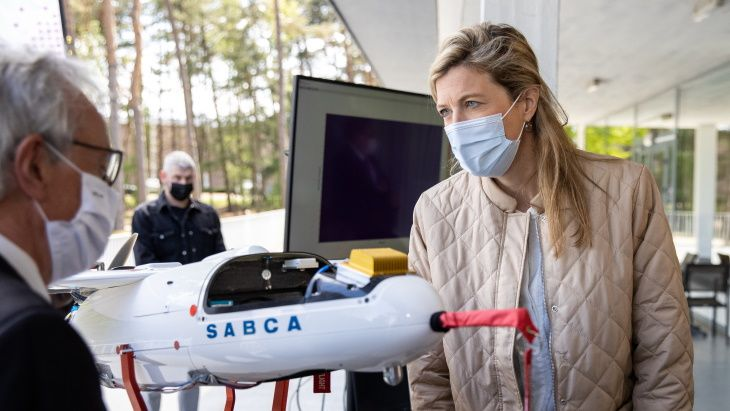 Annelies Verlinden, Belgium's Minister of the Interior, in the presentation of this new technology (Photo: SCK-CEN)