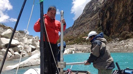 Taking sediment cores from lake Paron (Huaraz, Peru, 2016) to better understand sediment redistribution in the highlands of the Peruvian Andes due to glacier retreat. (Photo: Autoridad Nacional del Agua, Peru)